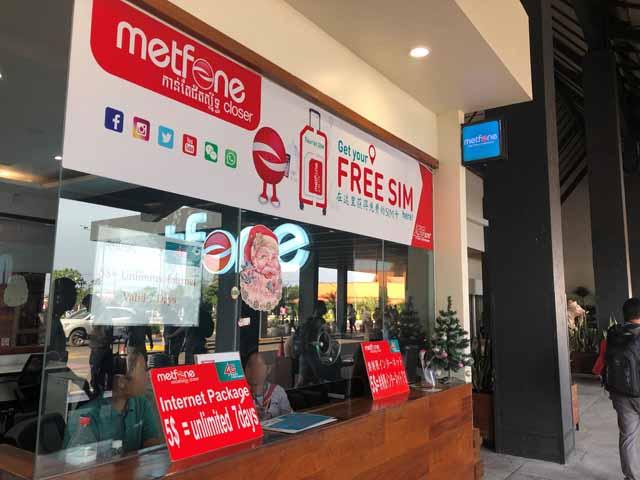 カンボジアのシェムリアップ国際空港にあるmetfoneの店舗