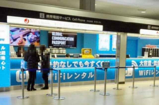 グローバルWiFi成田空港のカウンター
