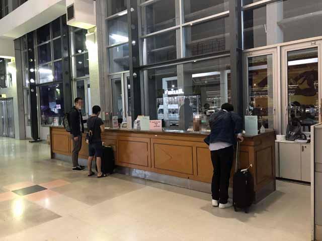 ラオス・ビエンチャンのワッタイ国際空港でLao TelecomのプリペイドSIMカードを買えるカウンター