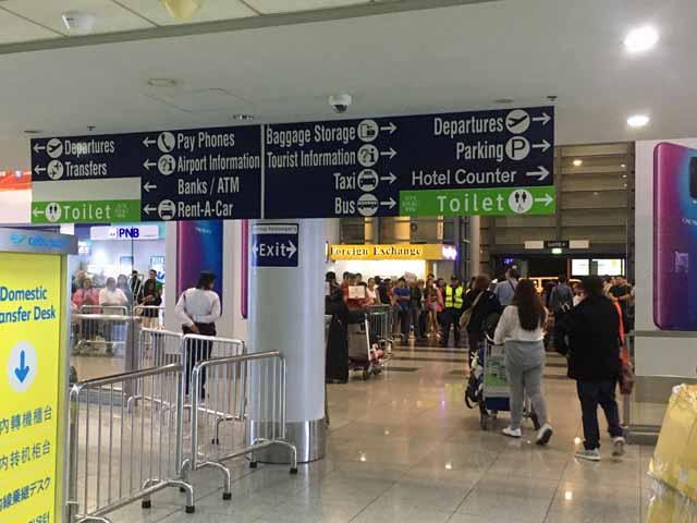 フィリピン ニノイ・アキノ国際空港出口付近で撮影。